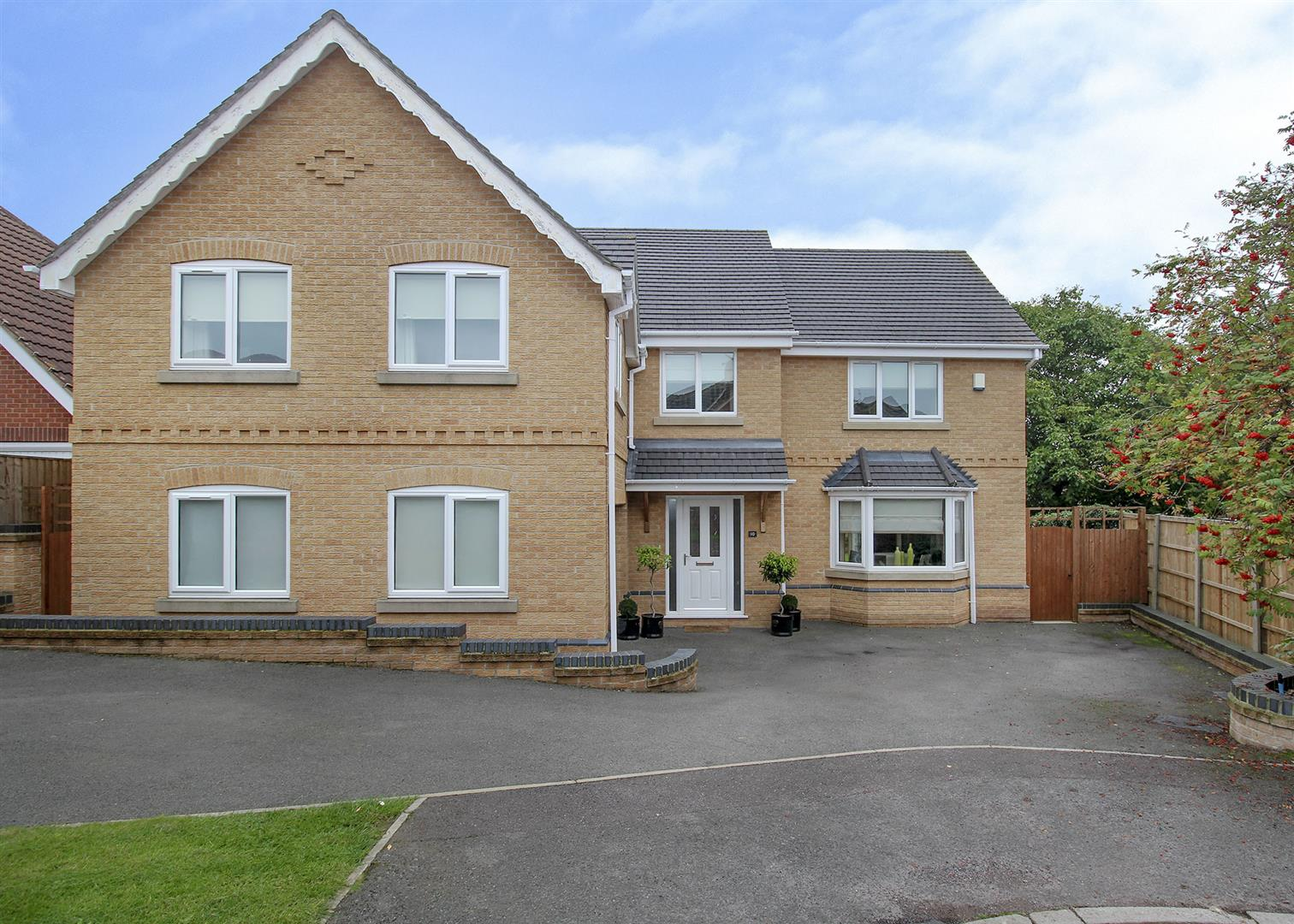 5 Bedrooms Detached House for sale in Tilford Gardens, Stapleford